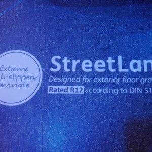 Vinilo-laminado-para-suelos-humedos-(exterior)-Streetlam(2)